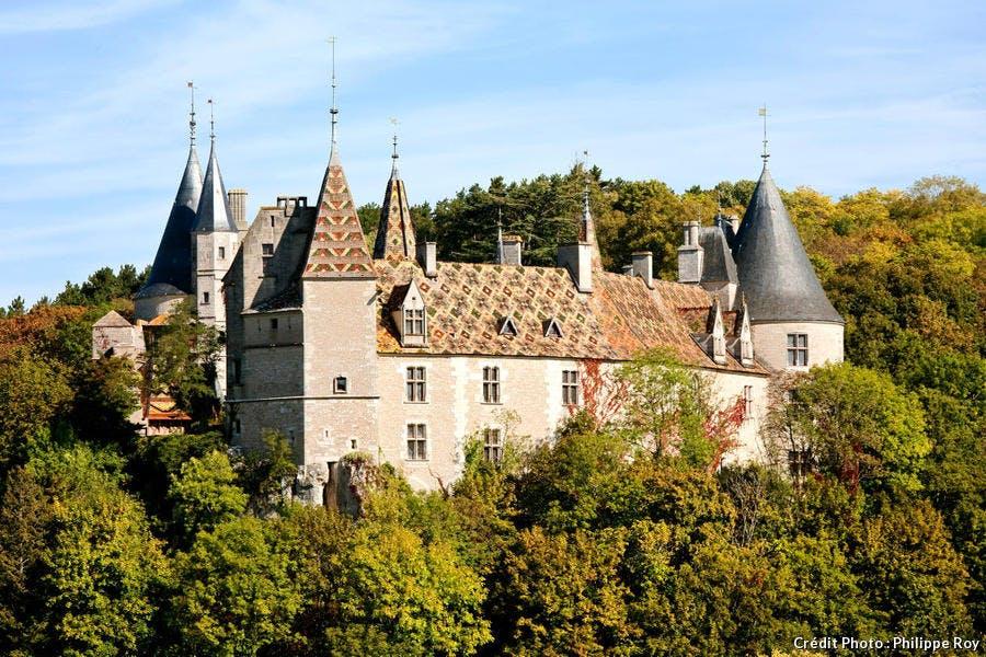 Le château médiéval de Rochepot, en Bourgogne
