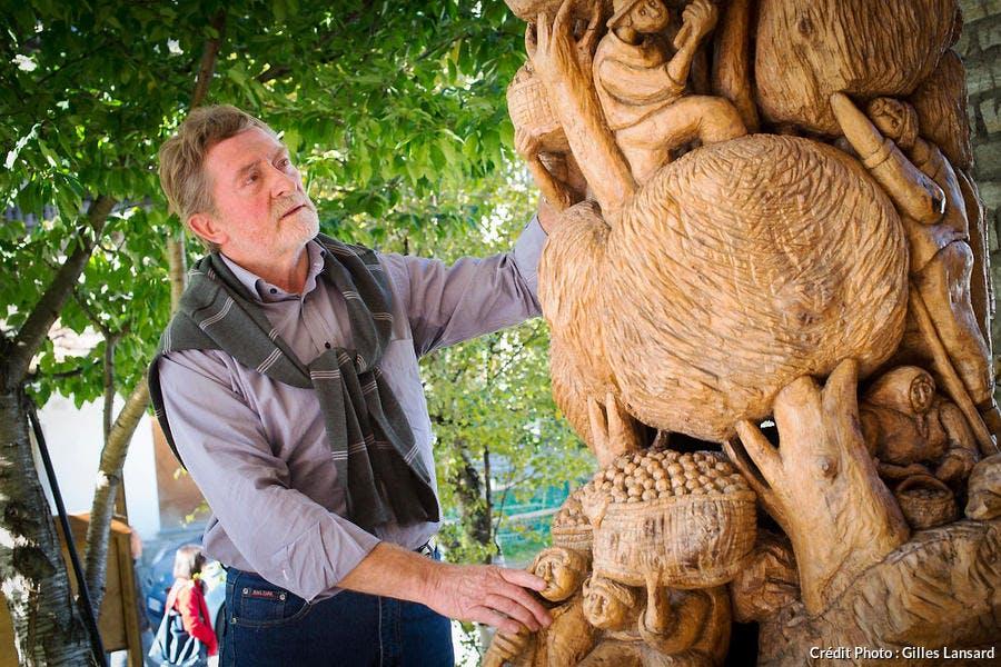 sculpteur sur bois et artiste local Dorino Ouvrier, Cogne