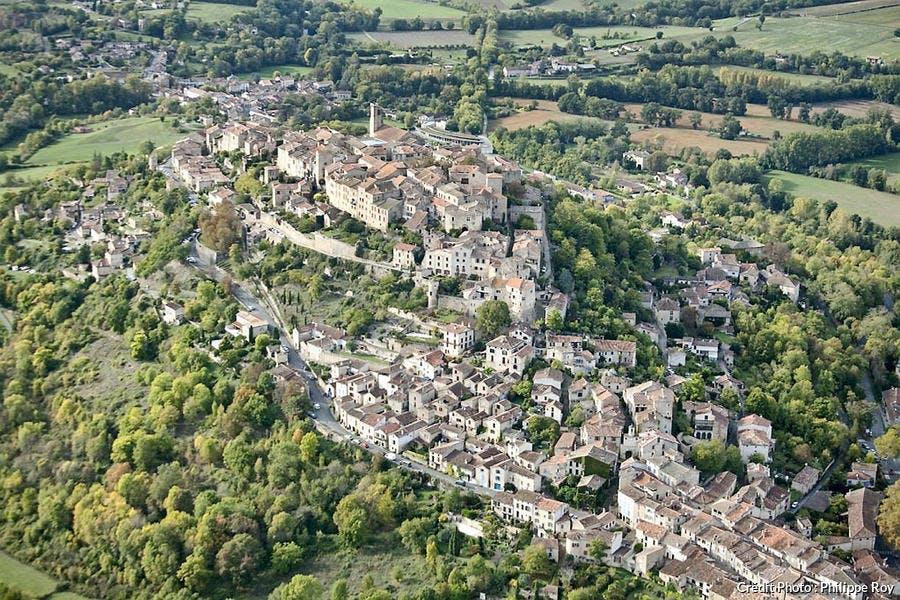 Le village de Cordes-sur-ciel vu du ciel