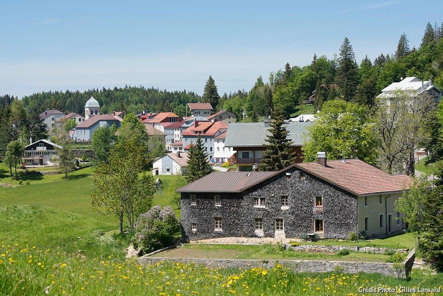 Hameau de Lamoura dans le Jura