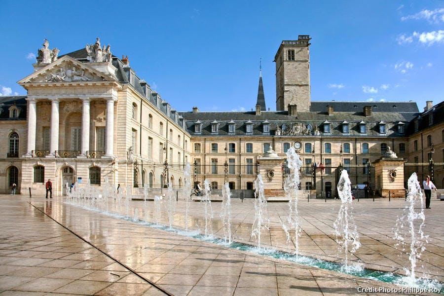 Dijon, place de la Libération et palais des Ducs de Bourgogne