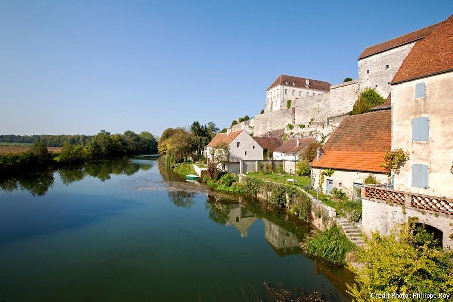 Pesmes, village fortifié le long de la rivière Ognon