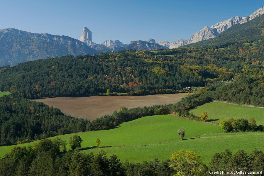 Le Mont Aiguille et le col du Fau depuis le plateau du Trièves