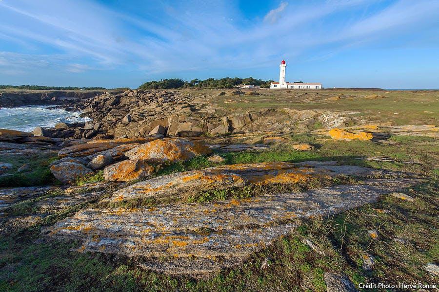 La pointe des Corbeaux et son phare sur l'île d'Yeu