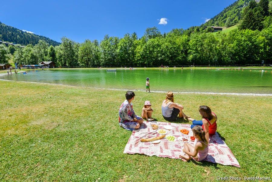 Le plan d'eau de Flumet, en Val d'Arly