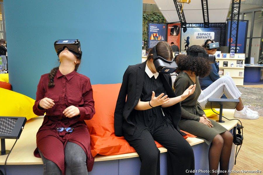 Séance de réalité virtuelle à l'atrium de Rouen