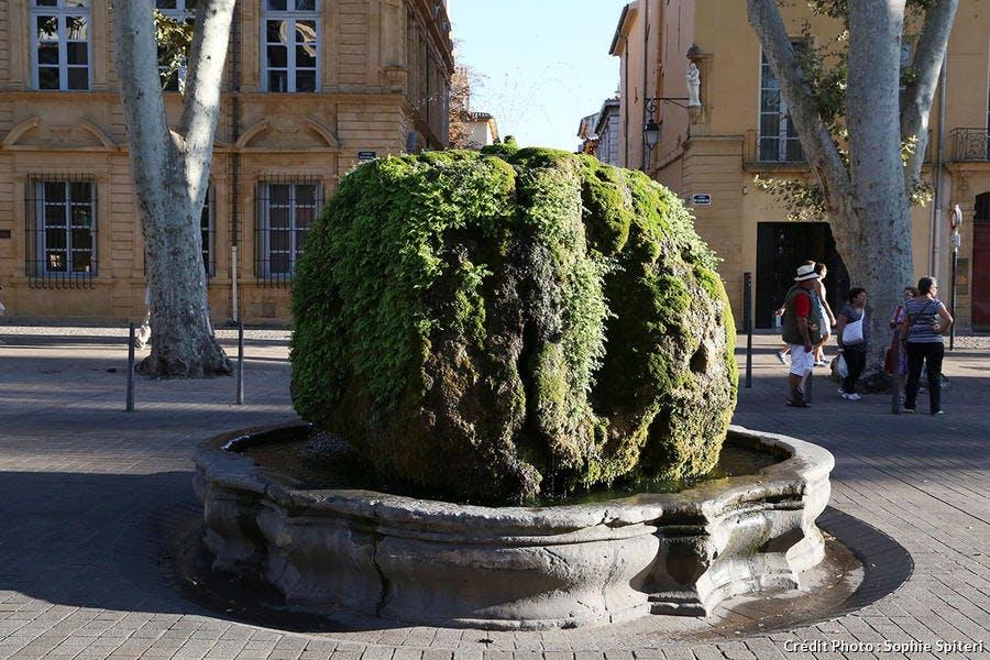 La fontaine moussue sur le cours Mirabeau