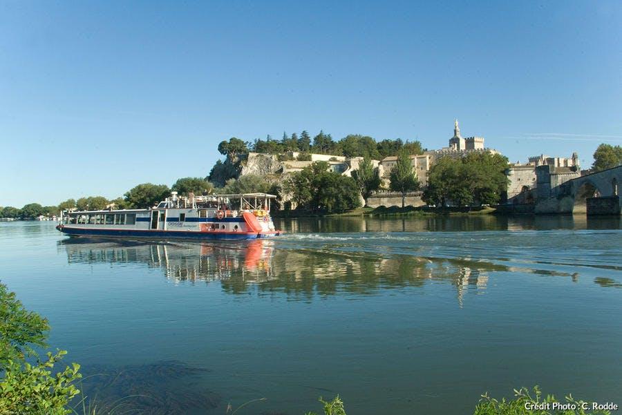 Balade en bateau sur le fleuve à Avignon