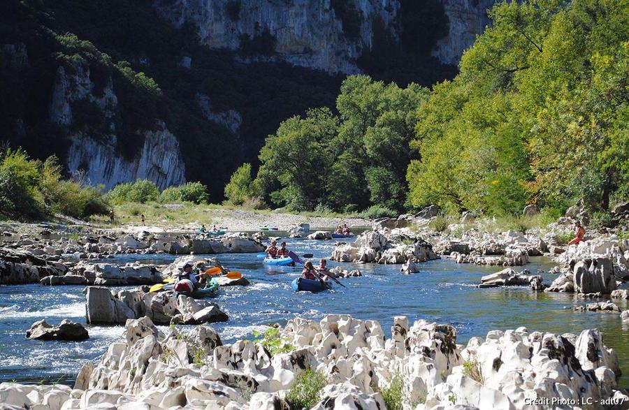 Canoës dans les Gorges de l'Ardèche