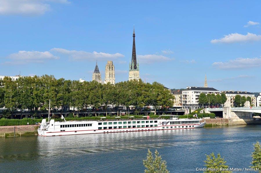 Quais de la Seine et Cathédrale Notre-Dame, Rouen, Normandie