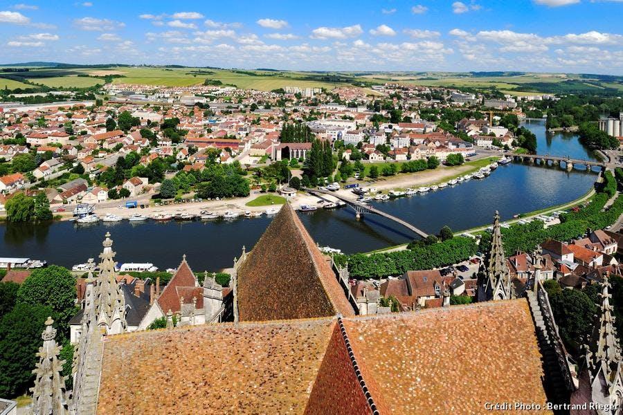 Vue d'Auxerre depuis le toit de la cathédrale Saint-Etienne (Bourgogne)