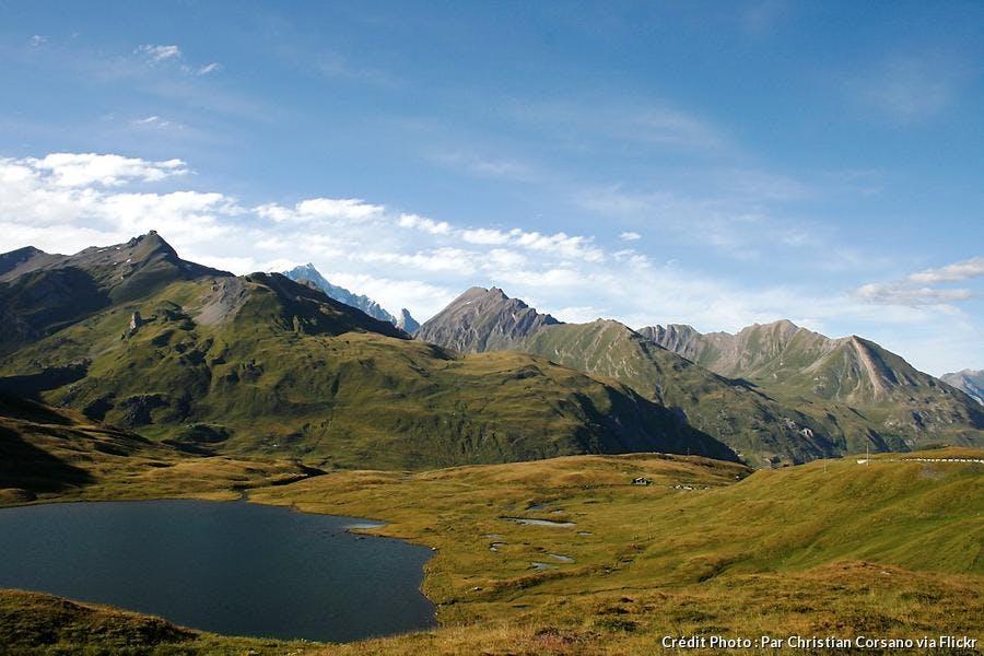 def-camp-mont-blanc-vue-sur-le-col-du-petit-saint-bernard.jpg