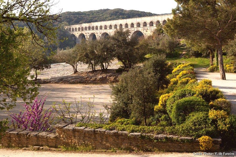 Pont du Gard et paysage de garrigue