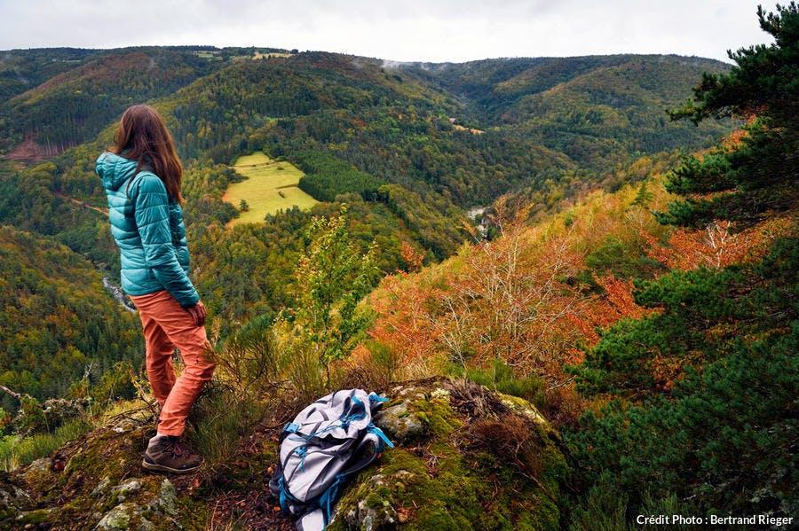 Point de vue du belvédère au sud du lac d'Issarlès.