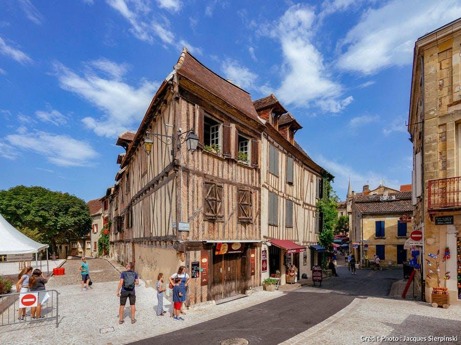 Place du Docteur-André-Cayla à Bergerac