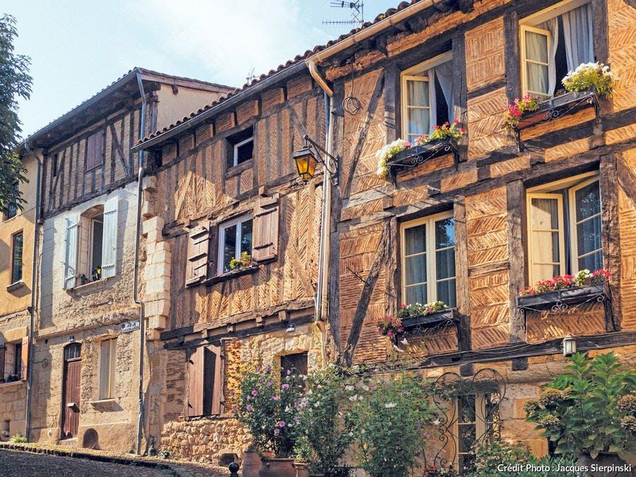 Rue du Grand-Moulin, l'une des artères encadrant la place de la Mirpe