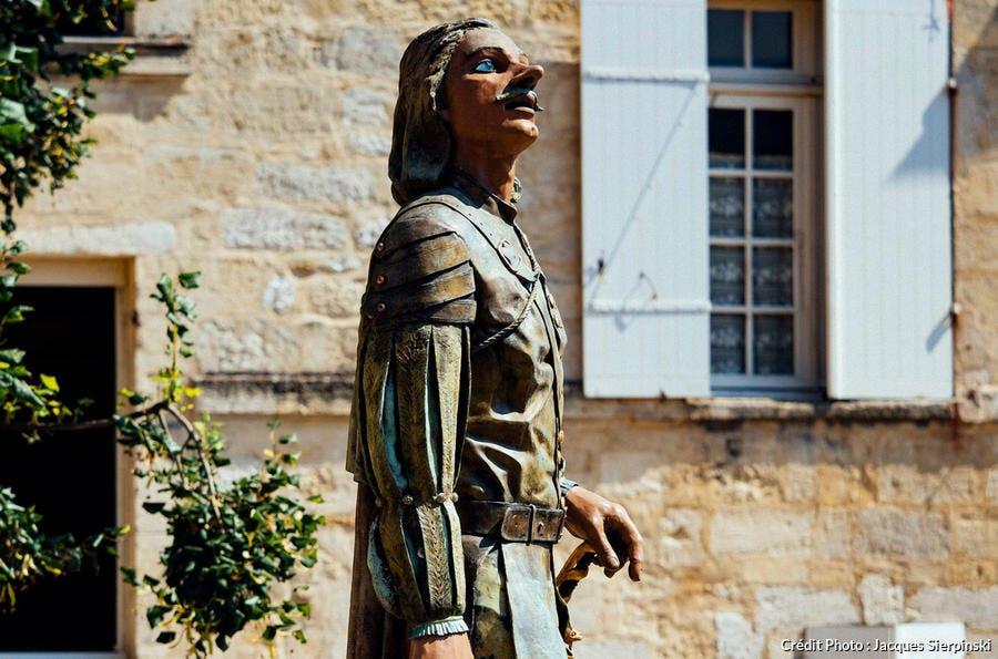 Statue de Cyrano, place Pélissière à Bergerac