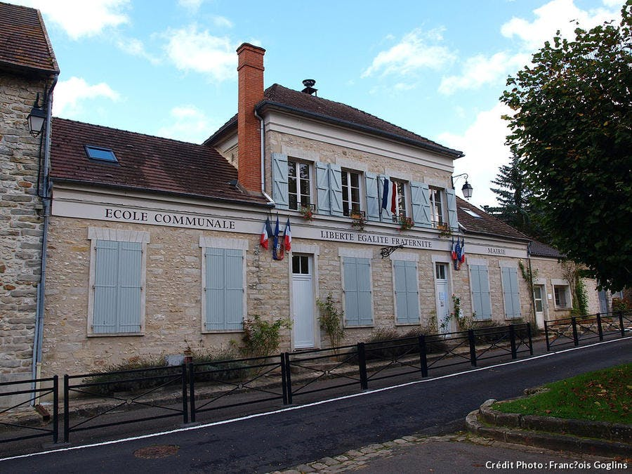mairie de courances