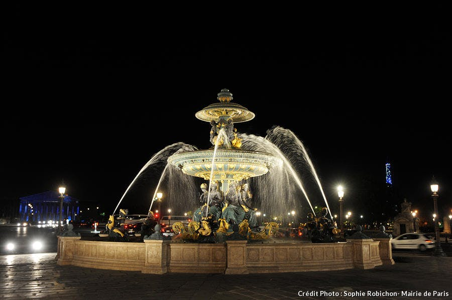 Les fontaines de la Place de la Concorde de nuit