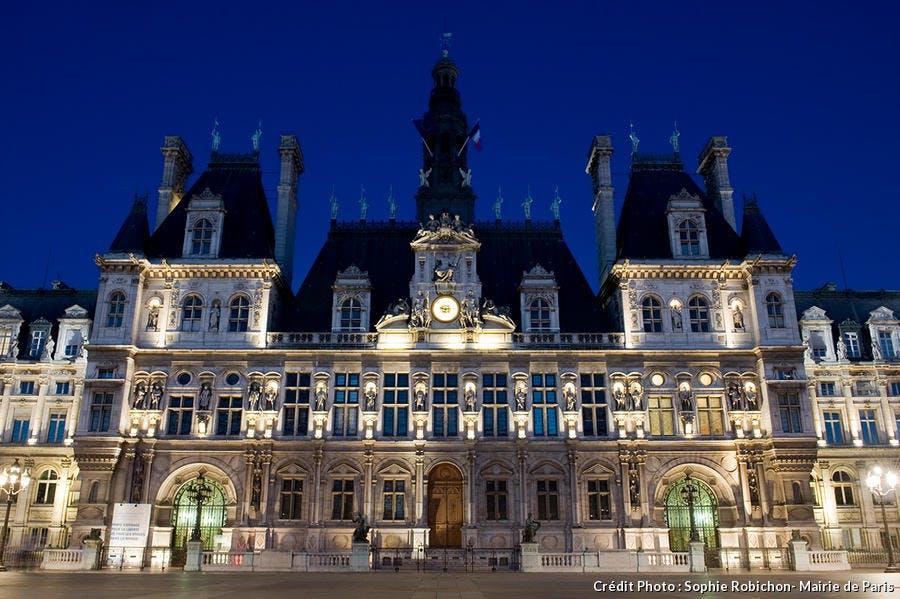 L'Hôtel de ville de nuit à Paris