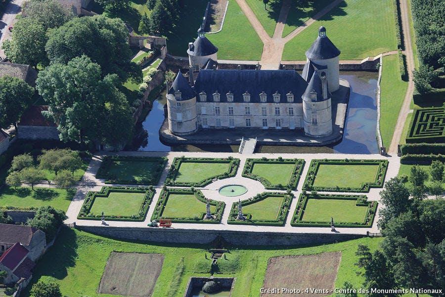 Vue aérienne du château et des jardins