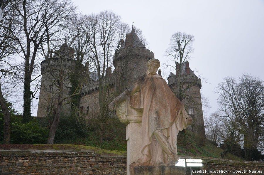 Statue de Chateaubriand du château de Combourg