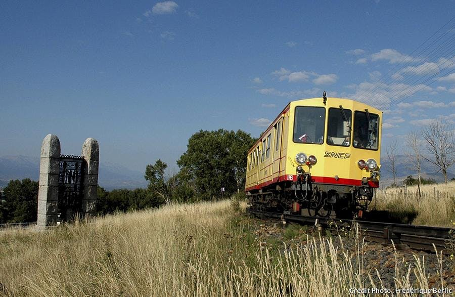 le train jaune porte de cerdagne