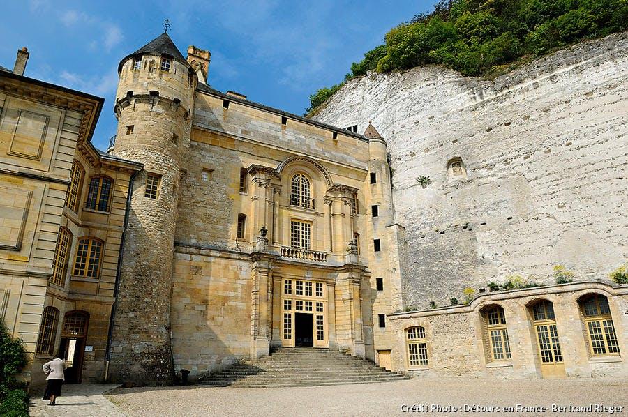 Cour d'honneur du château de la roche guyon