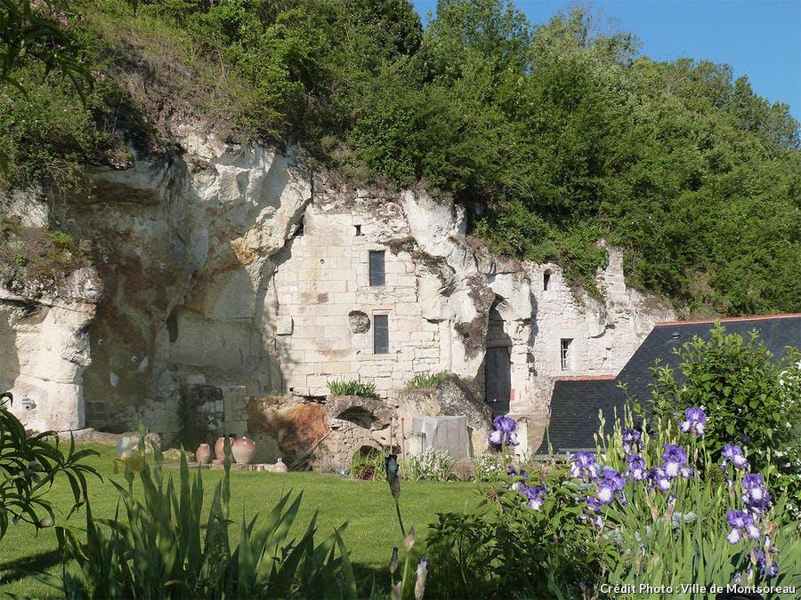 det_hs_village_12_monsoreau_troglo_ville_de_montsoreau.jpg