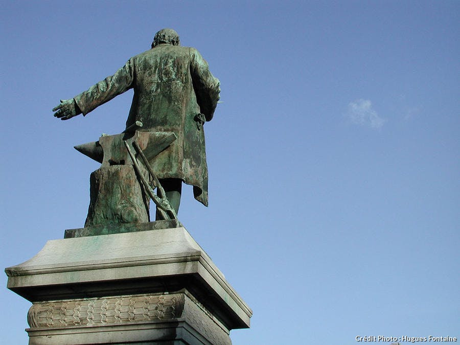 Statue de Jean-Baptiste André Godin