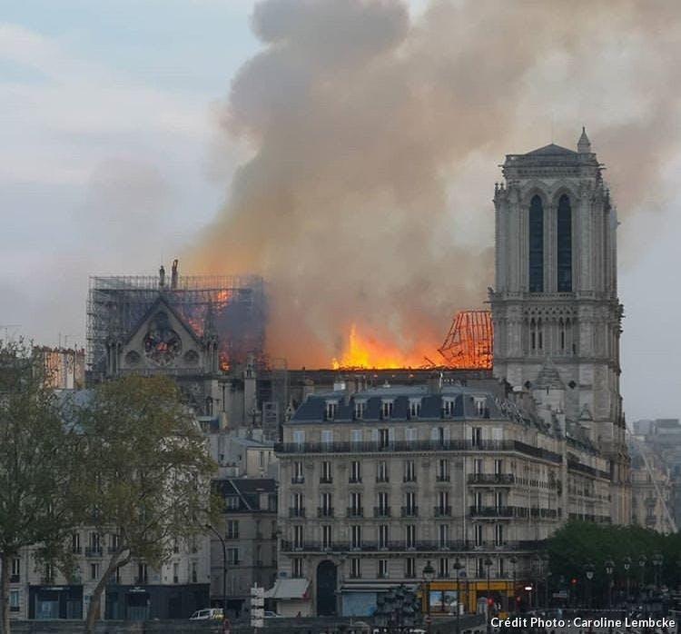 La flèche de Notre Dame de Paris s'est effondrée