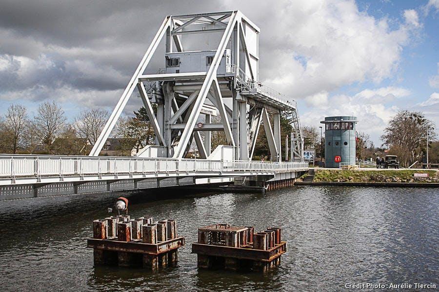 Pegasus Bridge sur le Canal de l'Orne