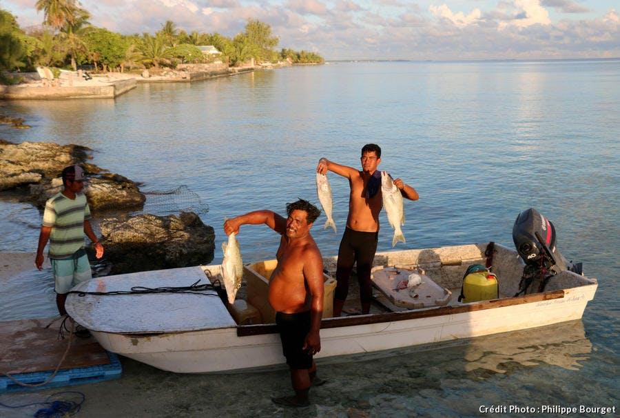 Retour de pêche sur l'ile de Rangiroa en Polynésie française