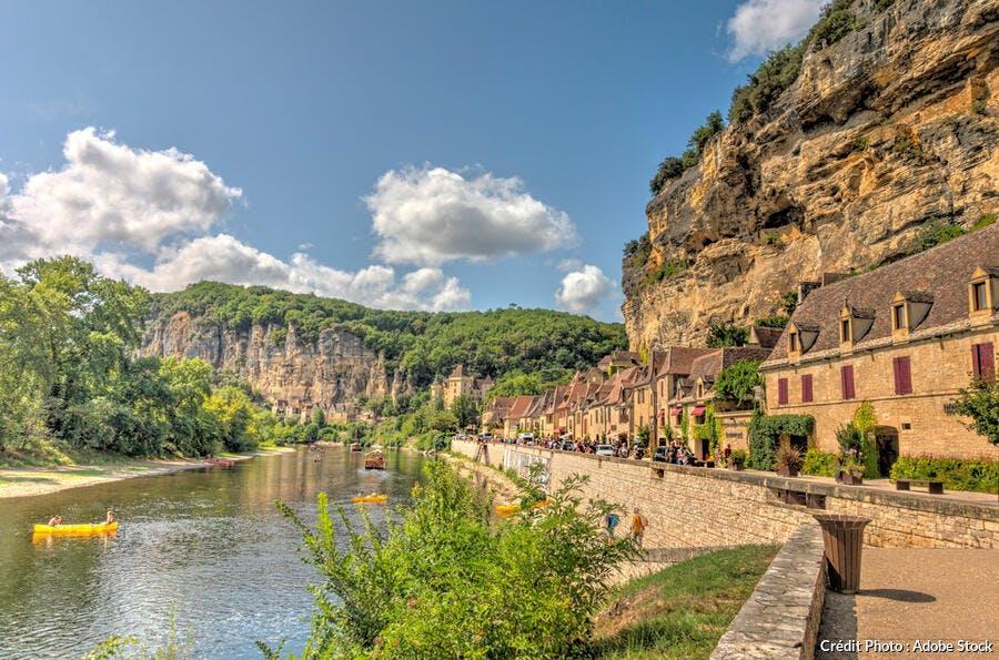 La Roque-Gageac vue depuis la Dordogne