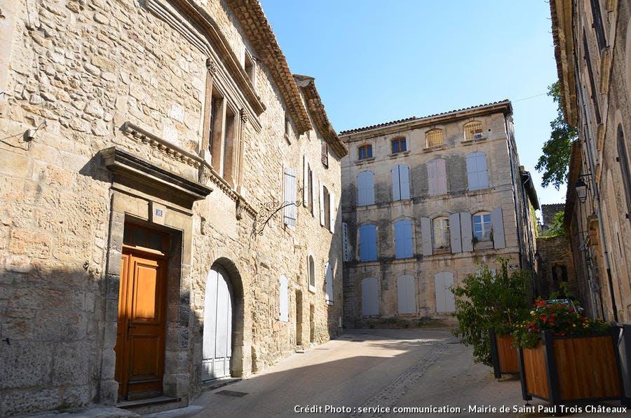 le centre ancien de Saint-Paul-trois-châteaux