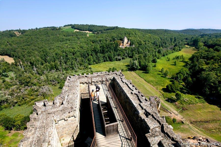 Le château de Commarque dans la vallée de la Beune
