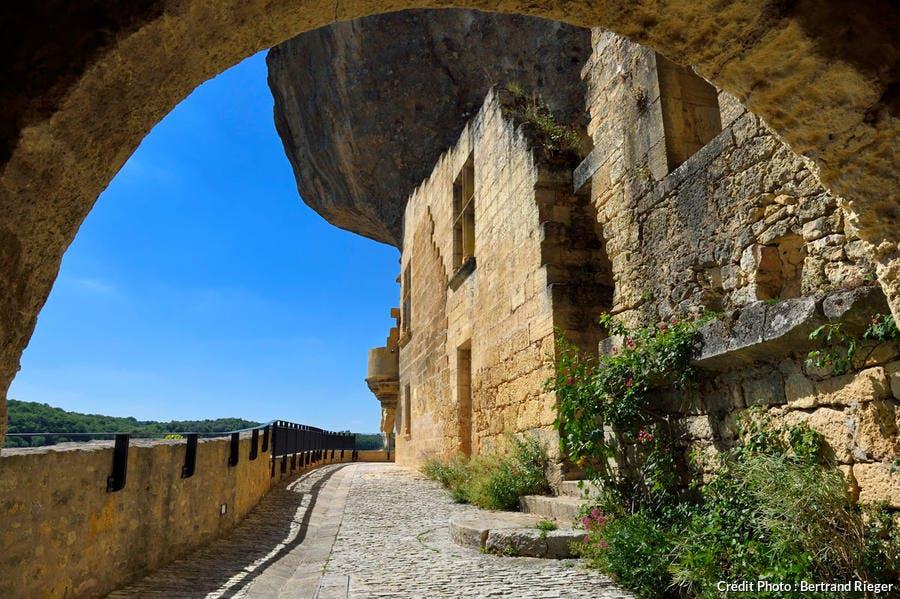 L'ancien château de Tayac aux EYZIES-DE-TAYAC-SIREUIL