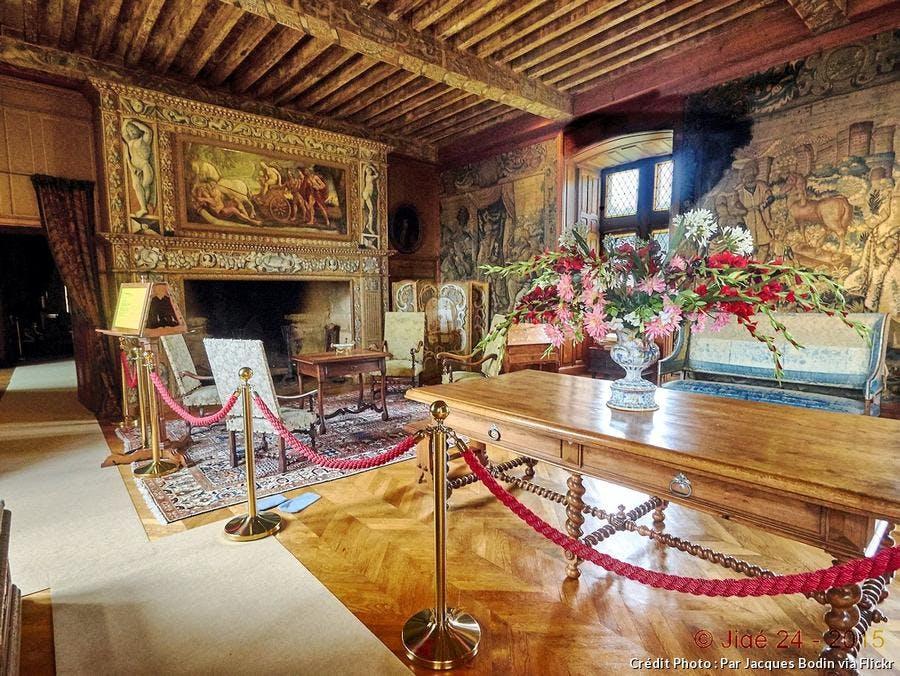 dordogne-chateau-puymartin-grande-salle.jpg