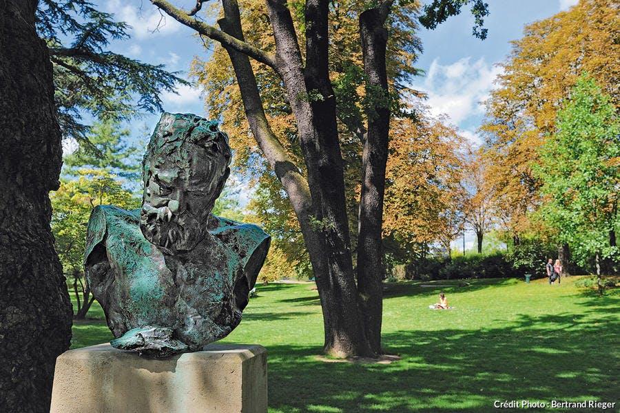 Buste de Victor Hugo dans le square des Poètes