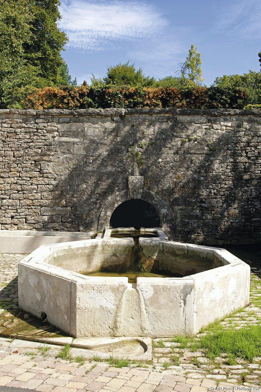 La fontaine de Saint-Léger à Montbouton