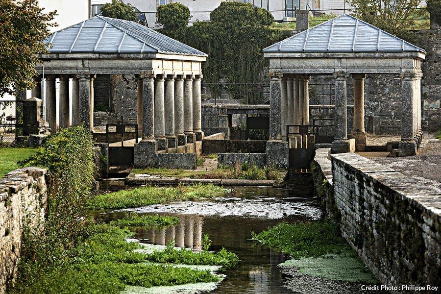 Double fontaine-lavoir d'Étuz