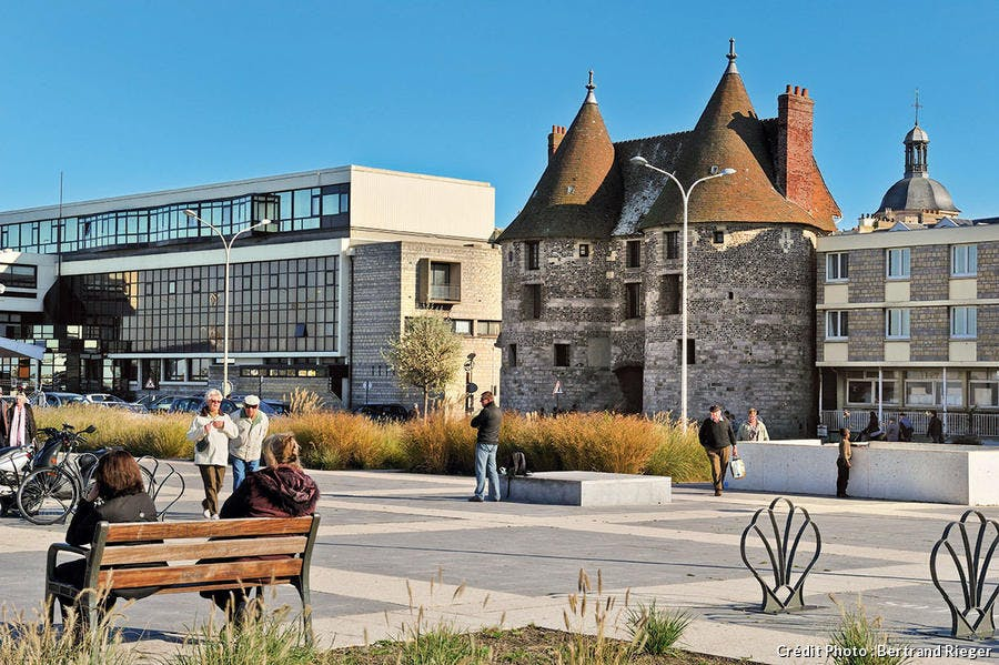 La porte des Tourelles, dernière des sept que comptait la ville.