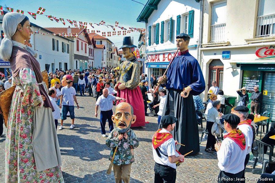 Défilé dans la rue d'Espagne à Bibi Beaurivage