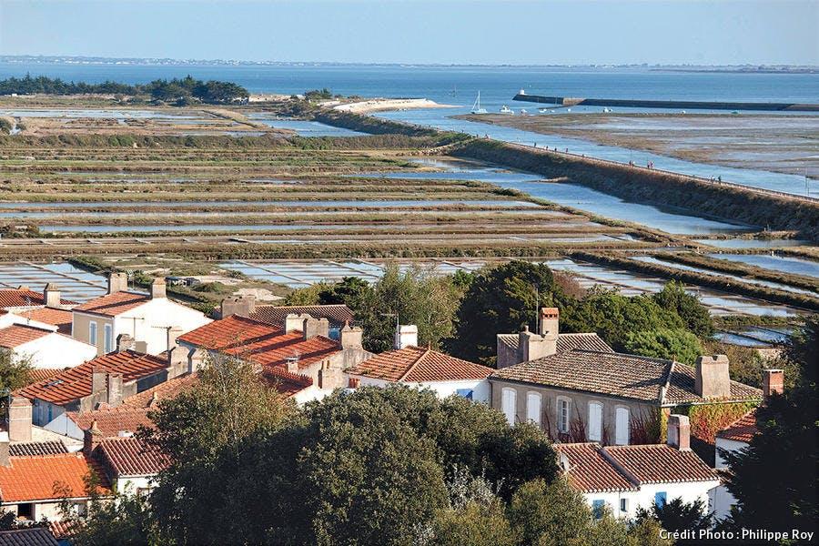 la jetée Jacobsen protège en partie l'île des marées trop importantes depuis 1813.