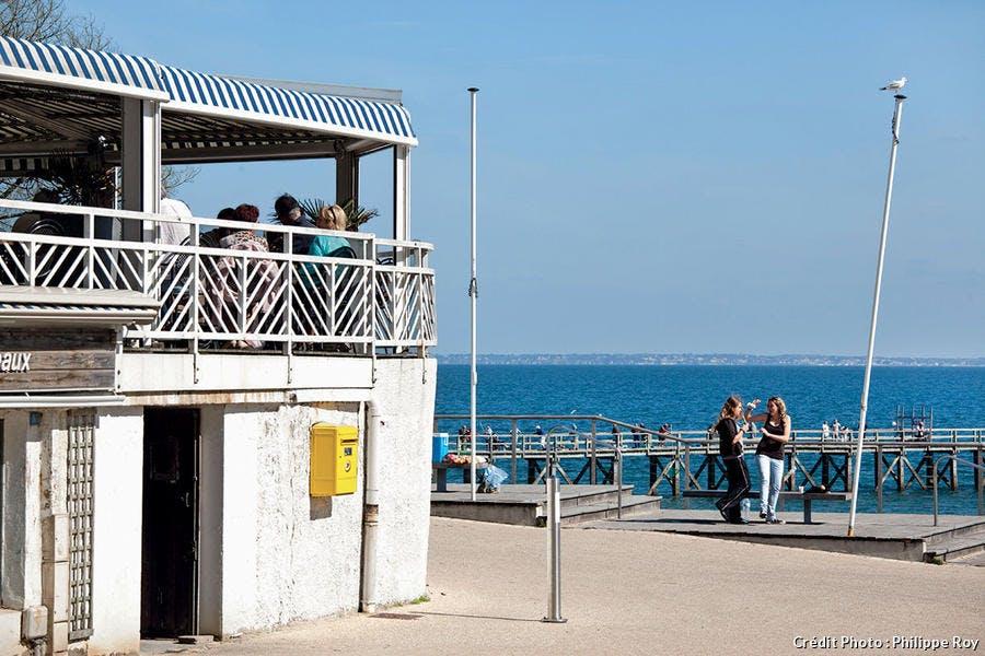 Front de mer de la plage des Dames.