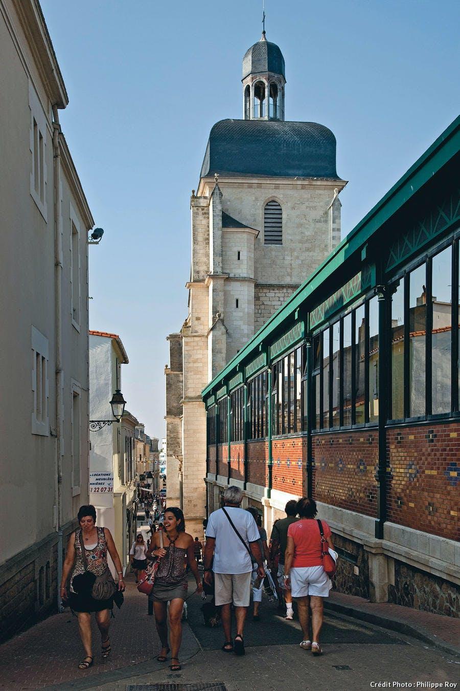 La Halle centrale et le clocher de l'église Notre-Dame-de-Bon-Port