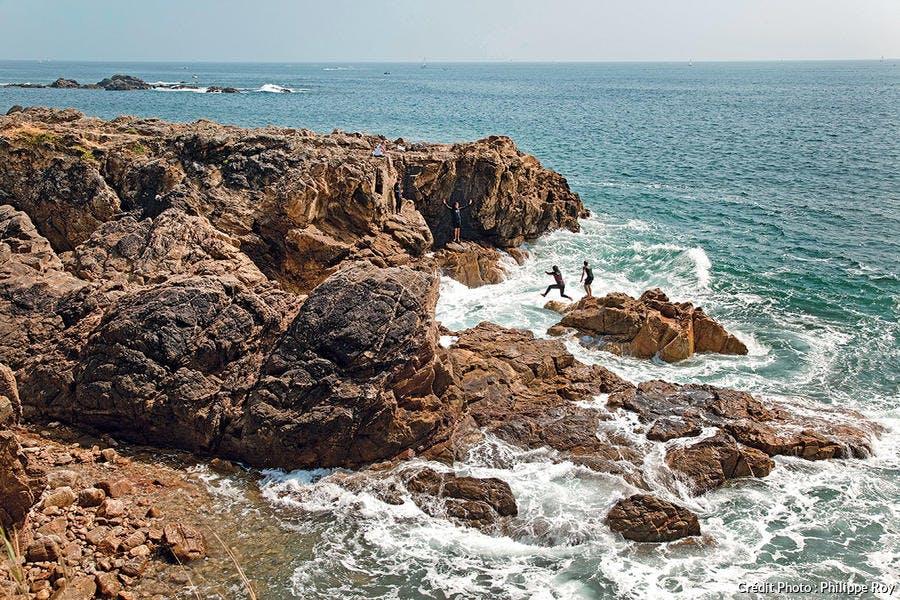 La côte rocheuse du Château-d'Olonne au sud des Sables