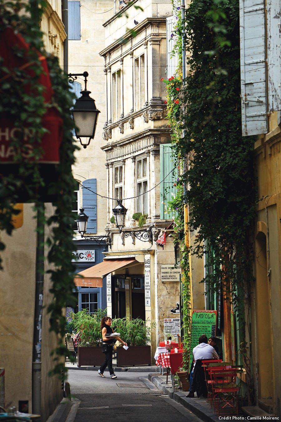 La rue des Arènes