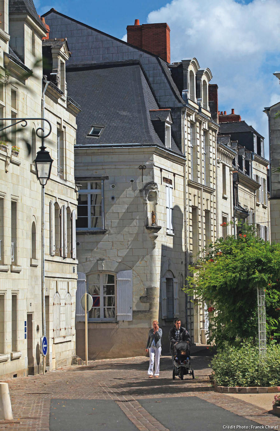 Rue du centre-ville de Saumur, architecture en tuffeau