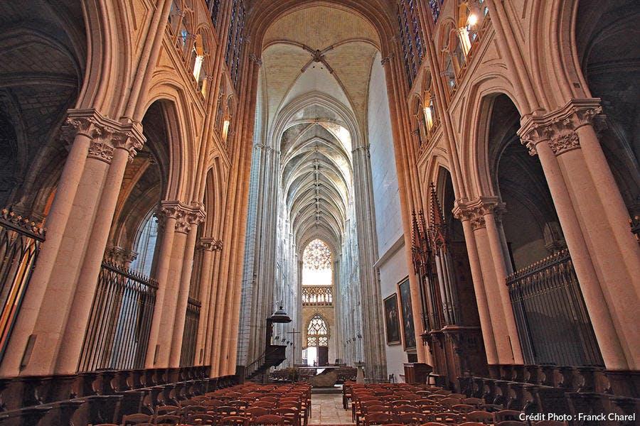 La nef de la cathédrale Saint-Gatien